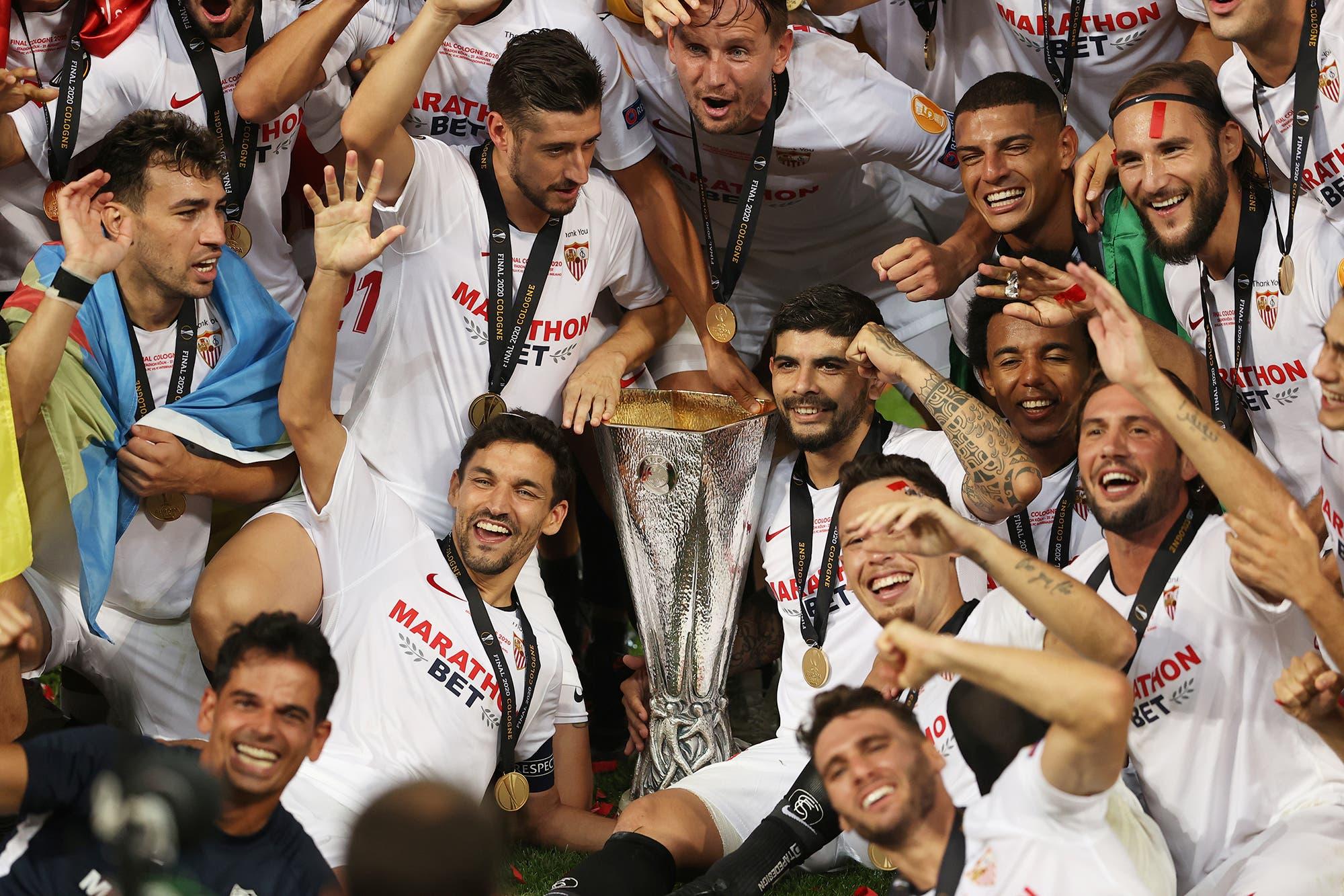 Éver Banega, figura de Sevilla campeón de la Europa League: su emoción en la despedida y... el tirón de pelo a Antonio Conte