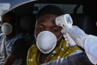 Pese a las numerosas advertencias desde el inicio de la crisis sanitaria, África continúa registrando cifras de contagios y de muertes relativamente bajas cuando se compara con otras regiones del mundo.