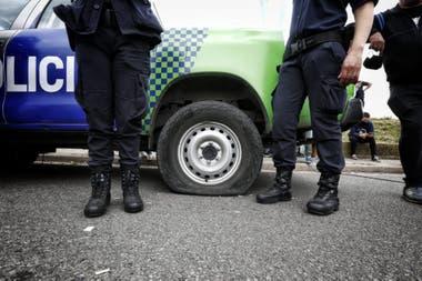 Protesta de la policía bonaerense en el Puente 12, en La Matanza