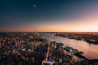 La vista desde lo alto de The Edge sobre el río Hudson que da nombre al barrio.