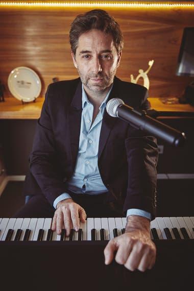 Sebastián Mazzoni trabaja hace más de 10 años en programas de TV que buscan talentos; hoy es el jefe de coaches del Cantando