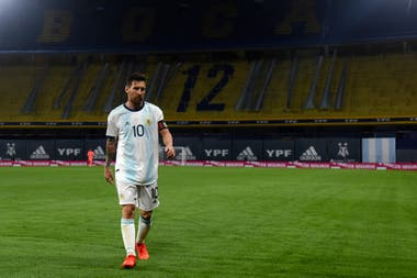 El primer partido oficial de Lionel Messi en La Bombonera terminó con una victoria y un gol suyo, pero el capitán no habrá de recordarlo por lucimiento propio.