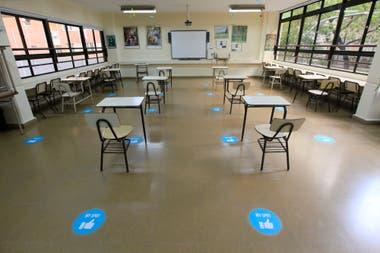 """El retorno a la presencialidad es optativo y se lleva adelante a través de """"burbujas"""", es decir, grupos de nueve alumnos y un docente, respetando la distancia social y las medidas de higiene"""