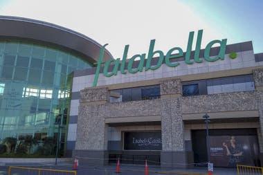 Falabella anunció hace un par de meses el cierre de cuatro tiendas en el país y la búsqueda de un comprador para sus activos locales