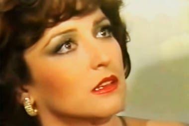 Angélica María, protagonista por partida doble de la telenovela de 1981 El hogar que yo robé