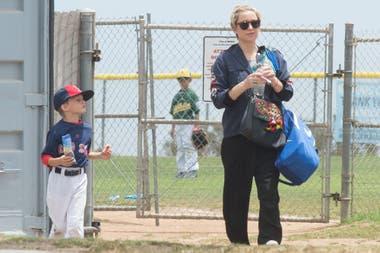 Una mamá todoterreno. Embarazada de su tercer hijo, Kate Hudson intenta no perderse ninguna actividad de su pequeño Bingham, quien tenía un juego de baseball, en Los Angeles