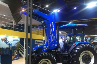 Tractor con pala de New Holland