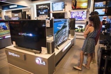 Fueron impulsadas por las compras de televisores por el Mundial
