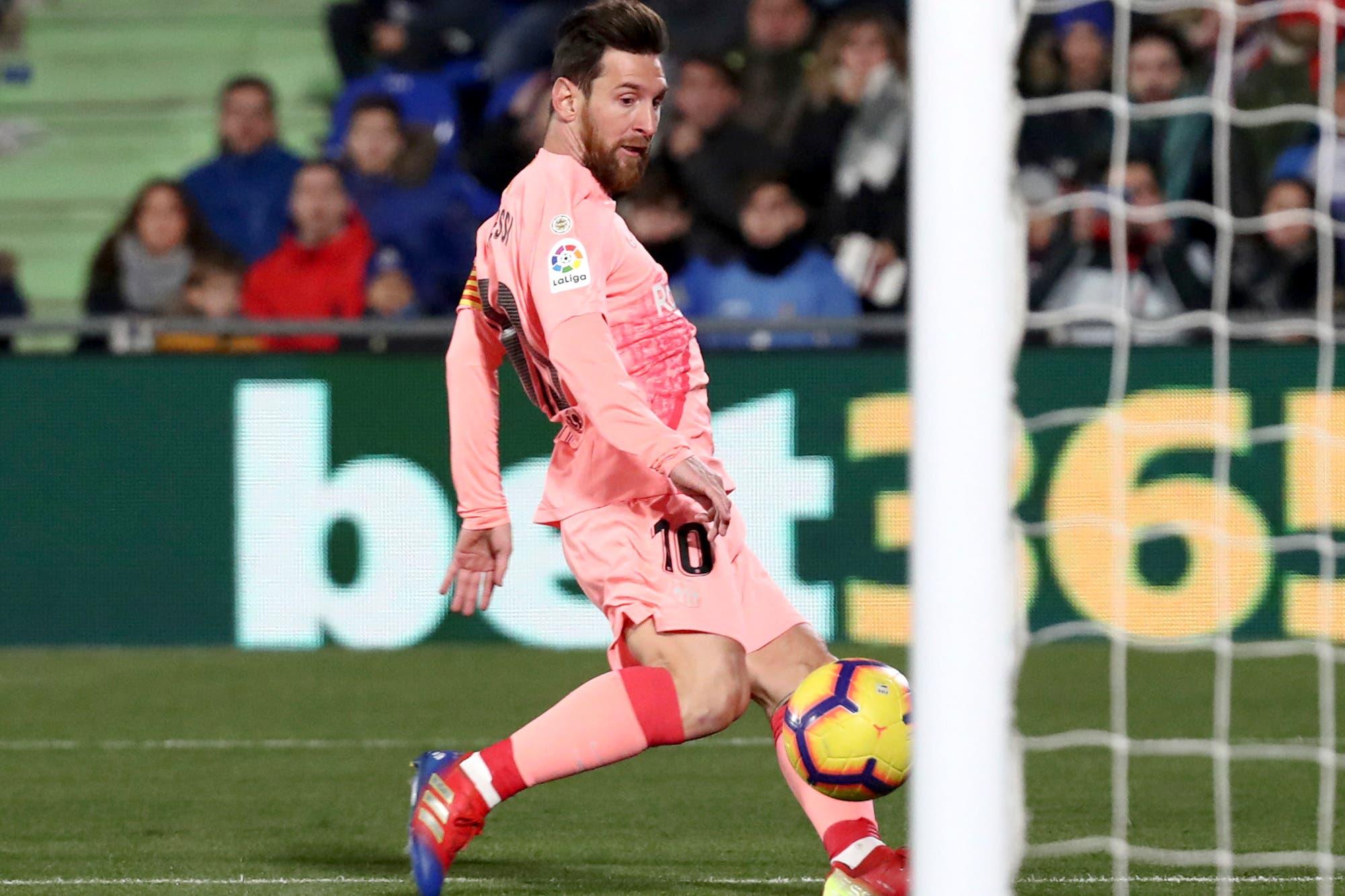 Lionel Messi, el especialista en quemar las redes rivales en el arranque del año