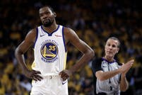 La NBA. Un gran susto para Kevin Durant y en duda para el cierre de playoffs de Warriors ante Houston