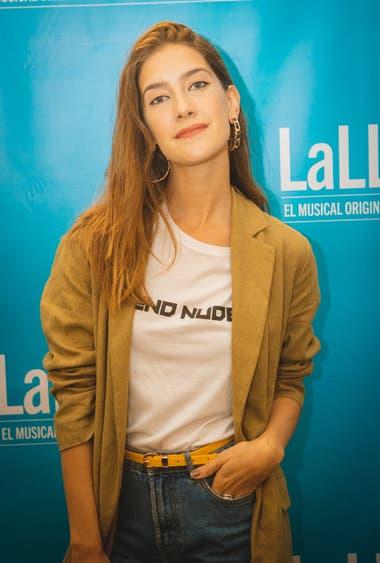 La actriz de Campanas en la noche, Clara Alonso, también posó sonriente para las cámaras