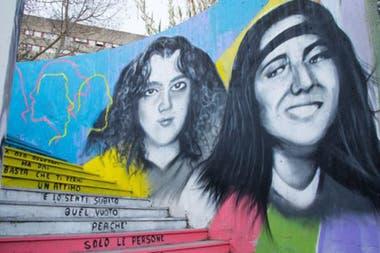 Emanuela Orlandi (derecha) desapareció 40 días después de otra niña de 15 años, Mirella Gregori, en Roma. Ambas están retratadas en este mural.