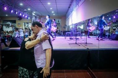 La peña de Roberto y Cuti Carabajal busca reproducir el ambiente de la casa familiar