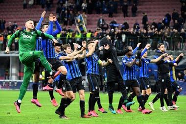 El festejo de Atalanta, en el juego de ida ante Valencia; el San Ciro estuvo habilitado para los espectadores de ambos equipos