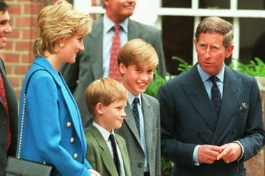 Lady Di, el príncipe Carlos de Inglaterra, y sus dos hijos, William y Harry