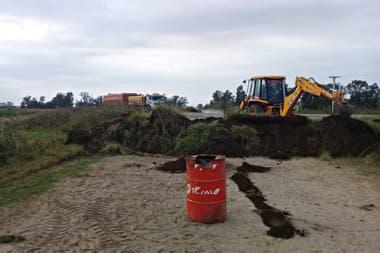 En General Pinto, hay montículos de tierra que bloquean los ingresos