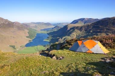 En Reino Unido este verano creció la venta de carpas y otros equipos para hacer camping
