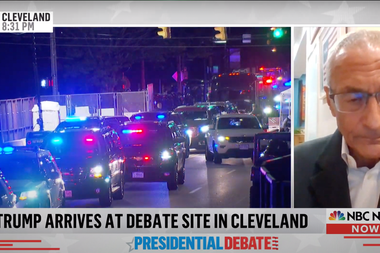 Donald Trump llega al sitio donde se celebrará el debate