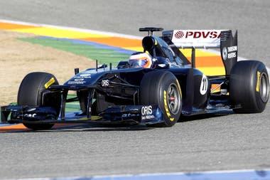 Barrichello y el Williams Cosworth FW33 ruedan en Valencia, en la primera prueba de 2011; aquel año sería el último en la Fórmula 1 para el paulista, que se retiró a los 39.