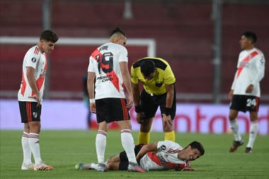 Nacho Fernández sufrió una lesión en su rodilla derecha a los 5 minutos