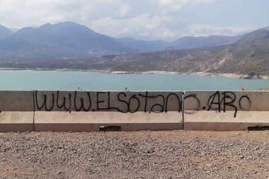 El grafiti no era más que la publicidad de un sitio web para compra y venta de productos en comercios locales