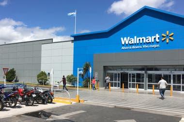 Walmart aceleró en las últimas semanas el proceso de venta de sus supermercados en la Argentina