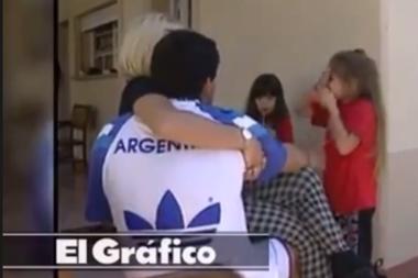 En el video se escucha a Diego entonando una canción de Cristian Castro
