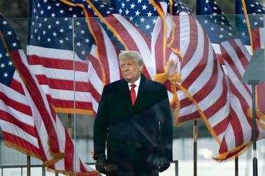 El presidente de Estados Unidos, Donald Trump, llega para hablar con los partidarios de The Ellipse cerca de la Casa Blanca el 6 de enero de 2021 en Washington, DC