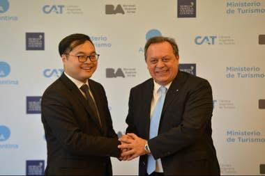 Huang Yu Zhou y Gustavo Santos