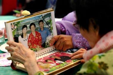 Muchos están conociendo parte de la familia a través de fotografías