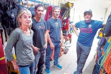 Carolina Codó junto con parte de la Comisión de Auxilio, experimentados escaladores y guías