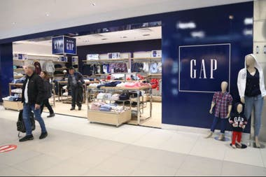 Gap abrió su primera tienda en la Argentina en Aeroparque