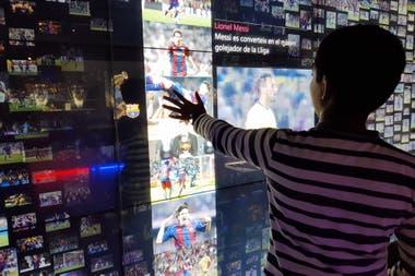 El museo del Camp Nou tiene pantallas interactivas con videos y fotos de jugadas