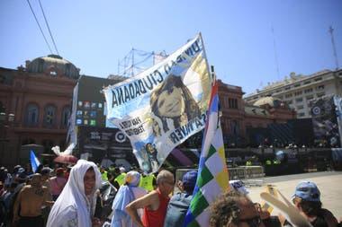 En Plaza de Mayo será el cierre del traspaso, desde anoche hay gente esperando a Alberto Fernández