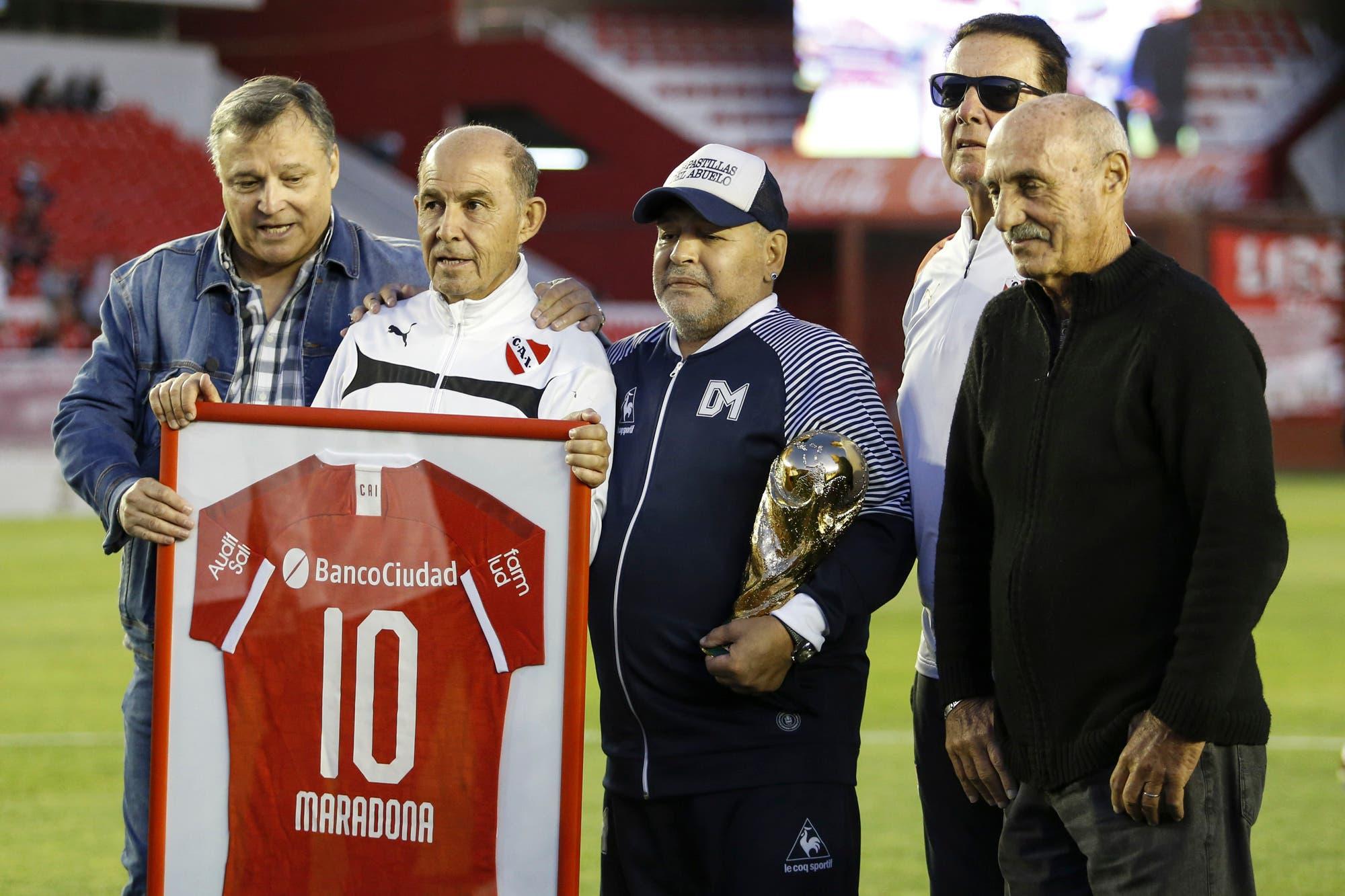 Emoción a flor de piel: Bochini, Bertoni y todo Independiente, en el mejor tributo a Maradona