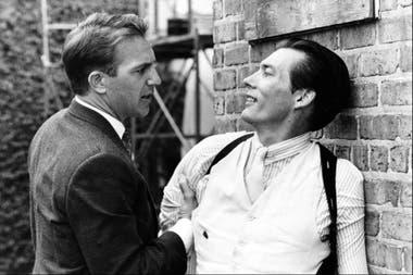 Kevin Costner y Billy Drago, en la famosa pelea en la azotea