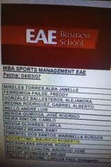 El listado de alumnos es de 2007, de la Escuela de ciencias empresariales EAE, en Barcelona..., y a la hora de dar el presente aparece Mauricio Roberto Pochettino, que un año antes había dejado de jugar