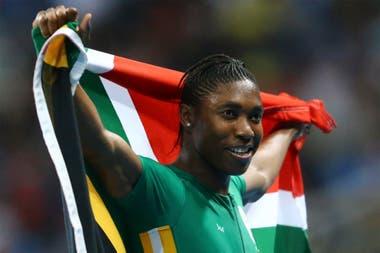 Caster Semenya tuvo una dura controversia con el Comité Olímpico Internacional y con la Federación Internacional de Atletismo