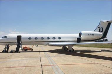 El avión de Lionel Messi que trasladó a su padre, Jorge, desde el aeropuerto de Fisherton, en las afueras de Rosario, a Barcelona, donde se reunió con el presidente del club, Josep Bartomeu.