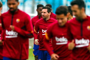 Lionel Messi nunca estuvo más cerca de irse de Barcelona, pero disputará la Liga de España por 17a temporada consecutiva