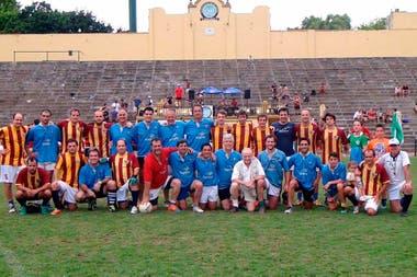 Fútbol gaélico en la cancha más emblemática del rugby argentino: CASI (celeste) vs. Resto de la Cuenca del Plata, en un partido de diciembre de 2019.