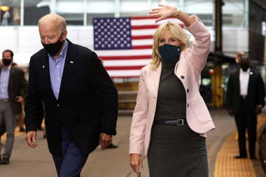 Joe y Jill Biden, en plena campaña en Pittsburgh, Pennsylvania