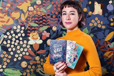 """La ilustradora argentina Ana Sanfelippo representó al personaje vestido con un kimono (un vestido tradicional japonés) y con un estilo de pelo también considerado """"asiático"""""""