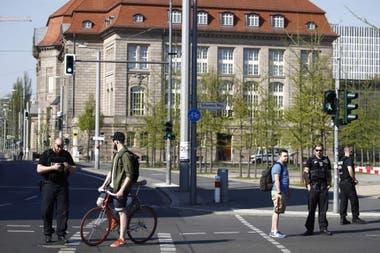 En Berlín fue desplegado hoy un amplio dispositivo para desalojar la estación central de trenes y los edificios de sus alrededores para desactivar una bomba de 500 kilos de la Segunda Guerra Mundial