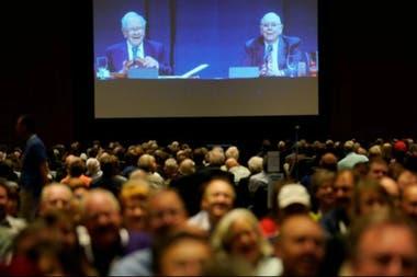 Buffett y Charlie Munger, vicepresidente del conglomerado, respondieron a las preguntas de la audiencia