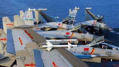 Cazabombarderos J15 a bordo del portaaviones chino Liaoning