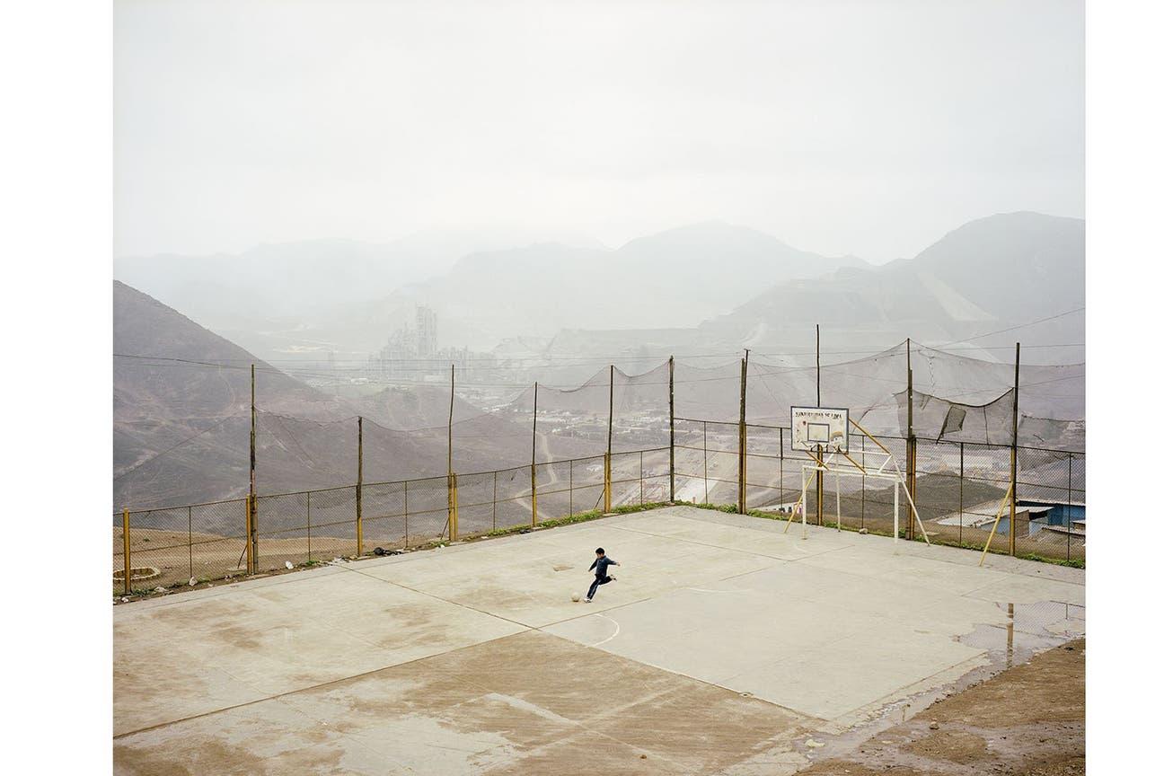 Una captura notable de una canchita enclavada en medio de la inmensidad de la selva peruana (Noah Addis)