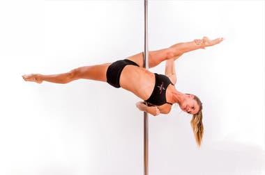 A los que llegan con prejuicios cabareteros, Mara les explica el valor de una disciplina que ensambla danza y fitness.