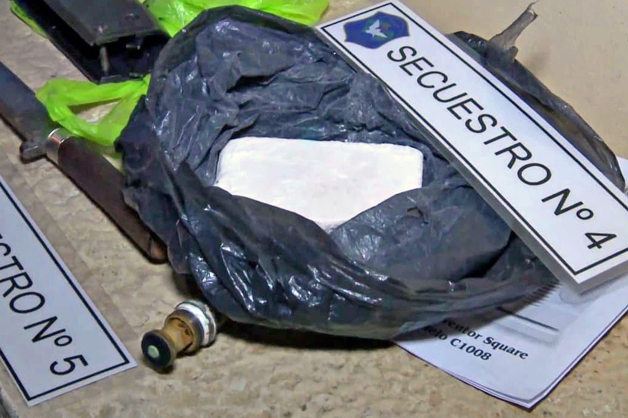 Escándalo en Ezeiza: cayó una banda narco comandada por el jefe de la barra brava de Tristán Suárez