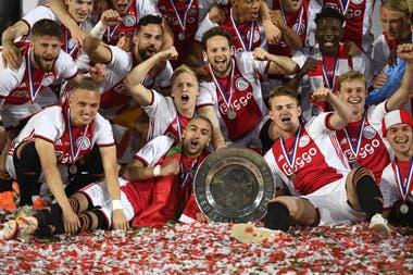 Ajax celebra la obtención de la liga de Holanda.